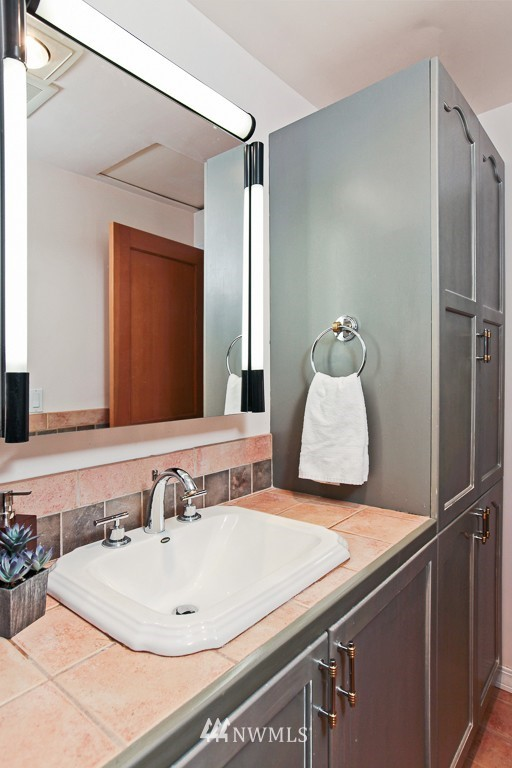 Sold Property | 1218 N Allen Place Seattle, WA 98103 10