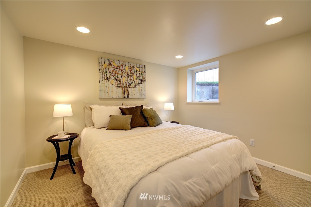 Sold Property | 5911 8th Avenue NE Seattle, WA 98105 17