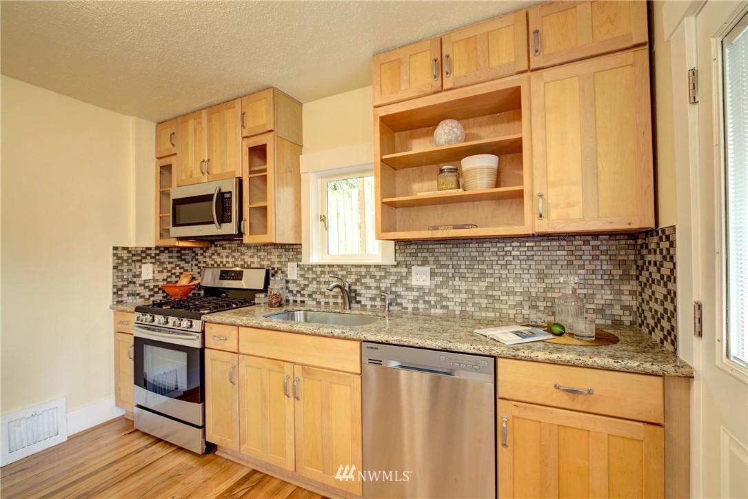 Sold Property | 5911 8th Avenue NE Seattle, WA 98105 11