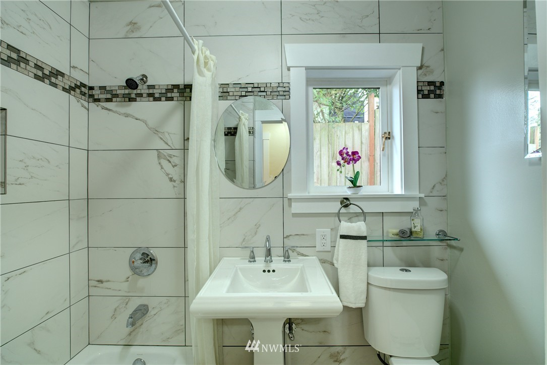 Sold Property | 5911 8th Avenue NE Seattle, WA 98105 14