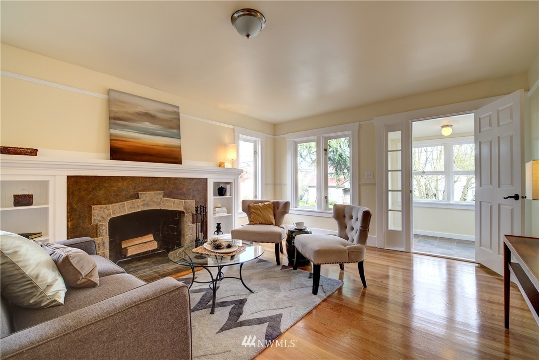 Sold Property | 5911 8th Avenue NE Seattle, WA 98105 3
