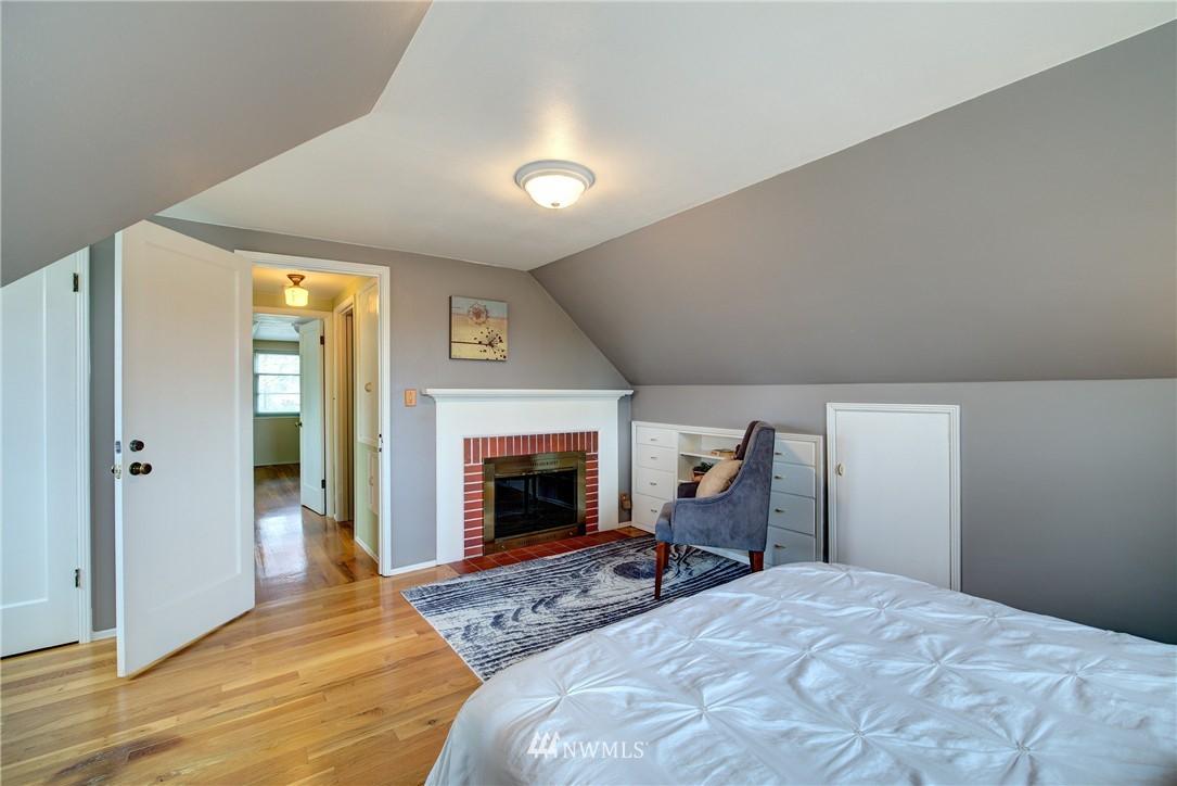 Sold Property | 9019 2nd Avenue NE Seattle, WA 98115 10