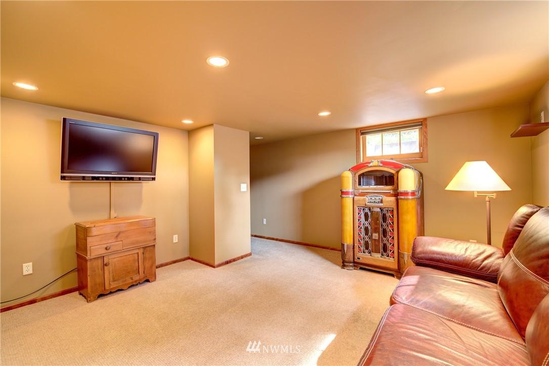 Sold Property | 9019 2nd Avenue NE Seattle, WA 98115 14