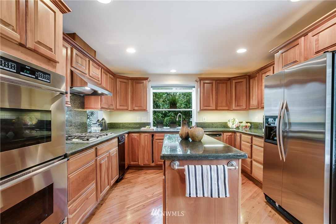Sold Property   13916 94th Avenue NE Kirkland, WA 98034 4