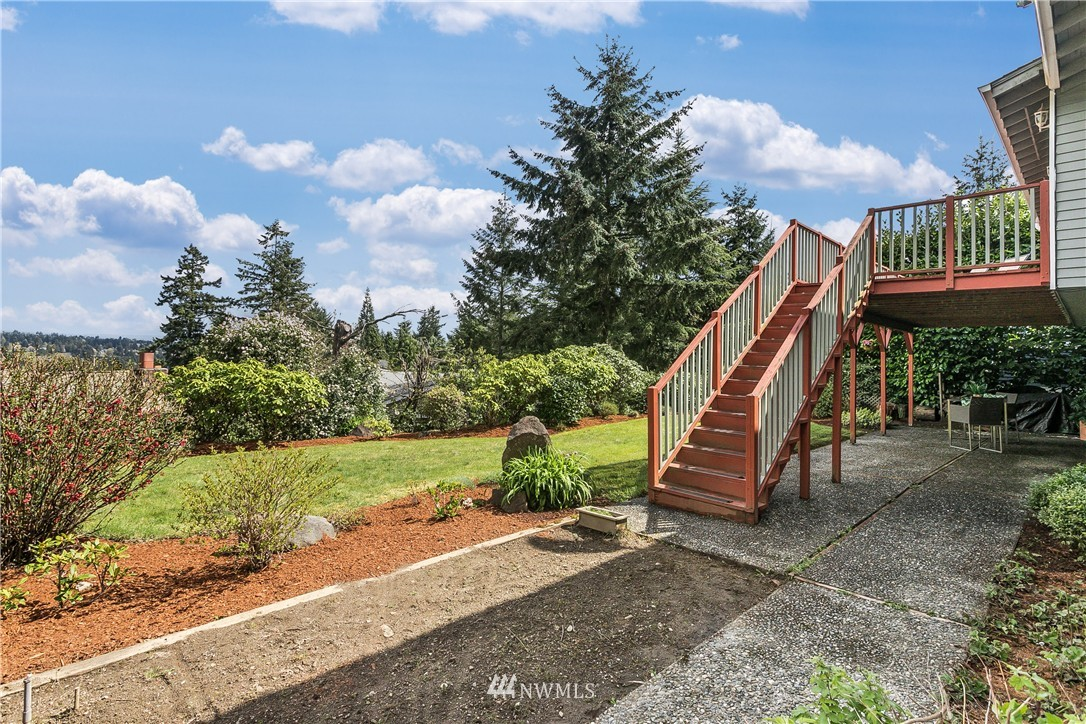 Sold Property   13916 94th Avenue NE Kirkland, WA 98034 16