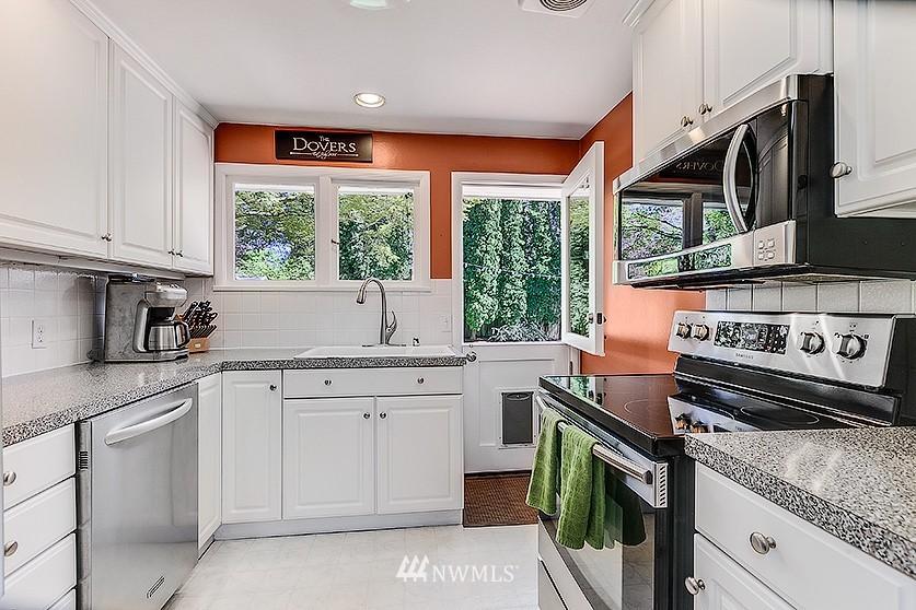 Sold Property | 8202 40th Avenue NE Seattle, WA 98115 7