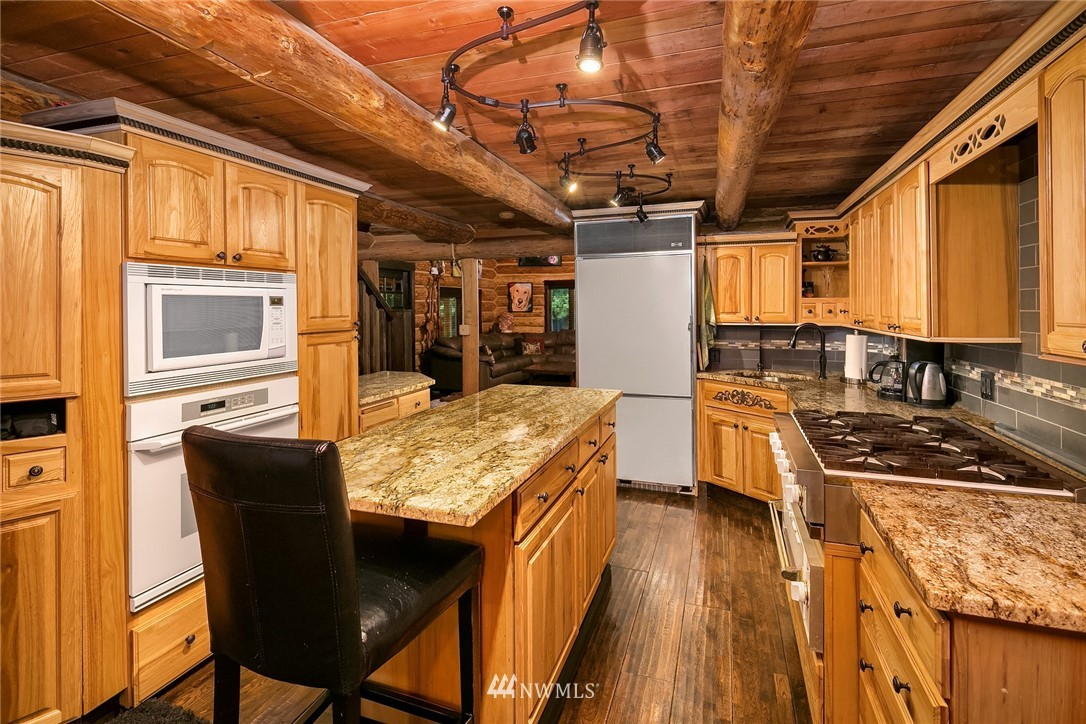 Sold Property   7516 230th Avenue NE Redmond, WA 98053 10