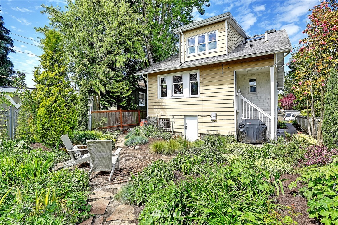 Sold Property   847 NW 61st Street Seattle, WA 98107 16
