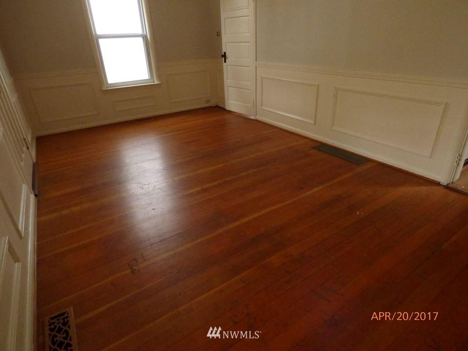 Sold Property | 2217 14th Avenue W Seattle, WA 98119 5