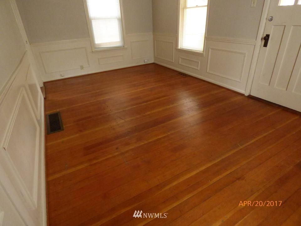 Sold Property | 2217 14th Avenue W Seattle, WA 98119 7