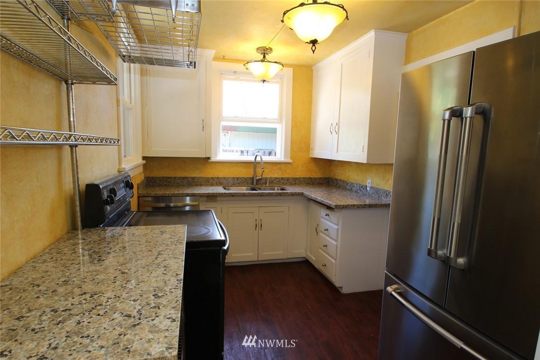 Sold Property | 1560 NE 170th Street Shoreline, WA 98155 2