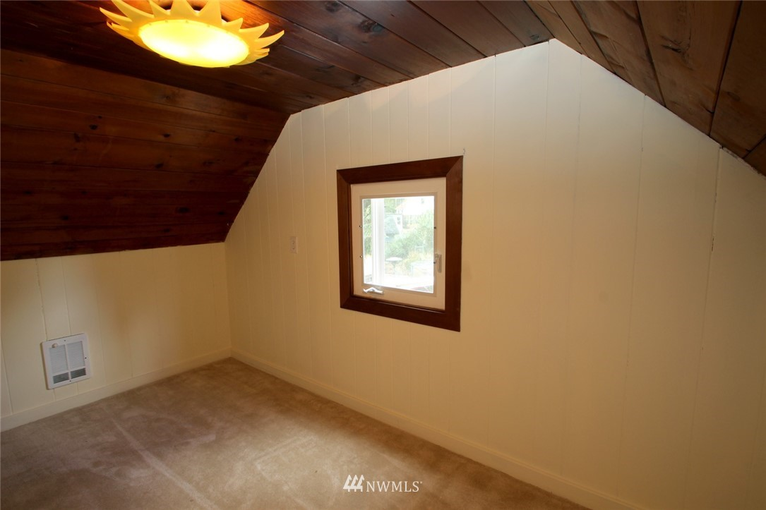Sold Property | 1560 NE 170th Street Shoreline, WA 98155 9
