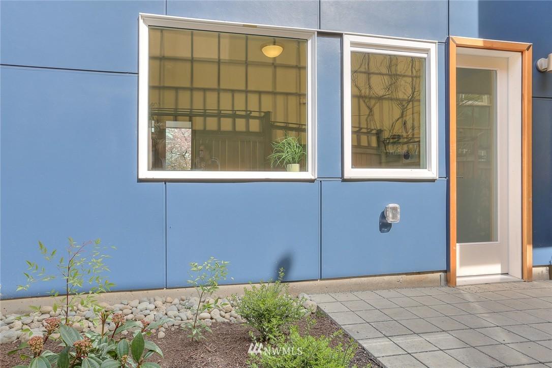 Sold Property | 1921 E Denny Way Seattle, WA 98122 3
