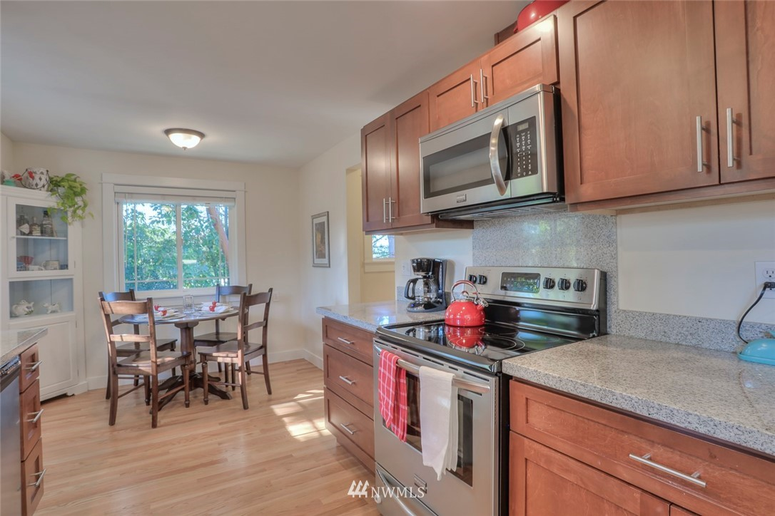 Sold Property | 1818 N 204th Place Shoreline, WA 98133 4