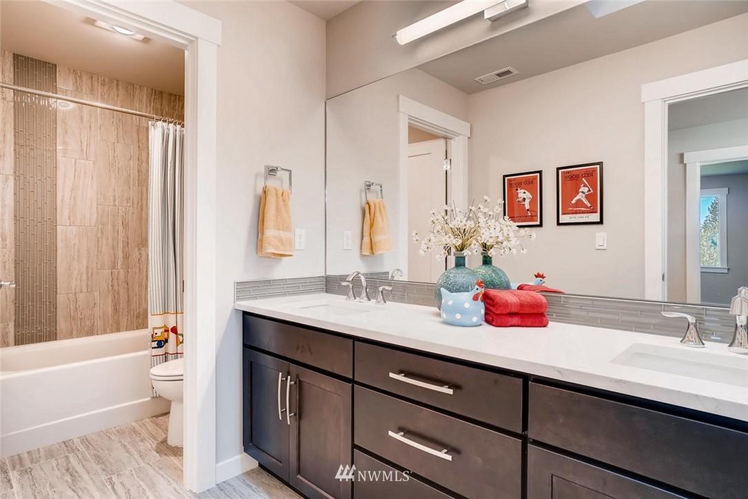 Sold Property | 17550 Wallingford Avenue N Shoreline, WA 98133 16