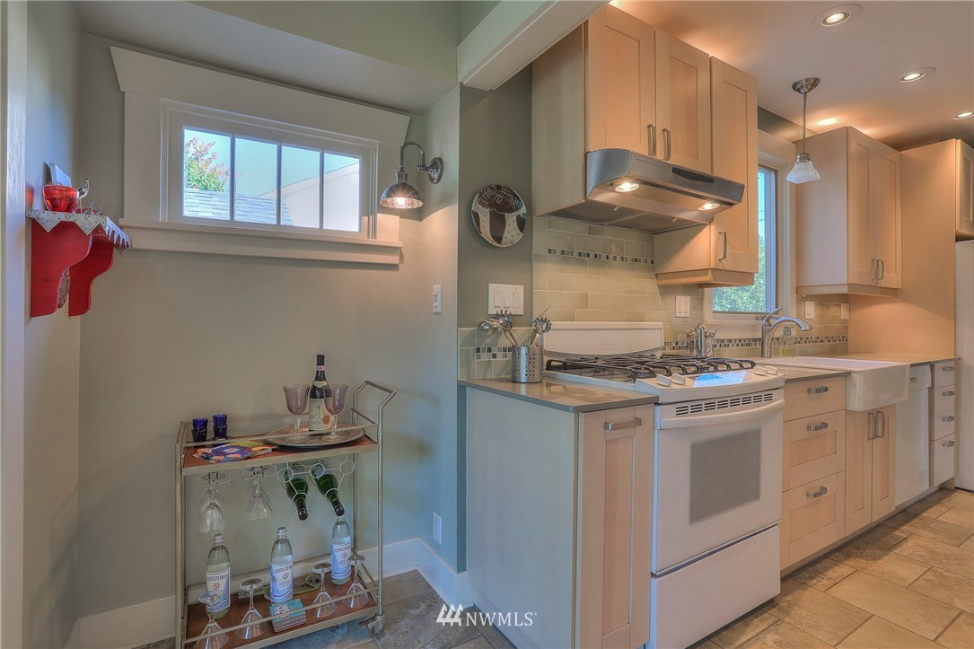 Sold Property   108 NW 75th Street Seattle, WA 98117 8