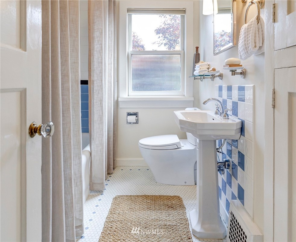 Sold Property | 2321 N 53rd Street Seattle, WA 98103 11
