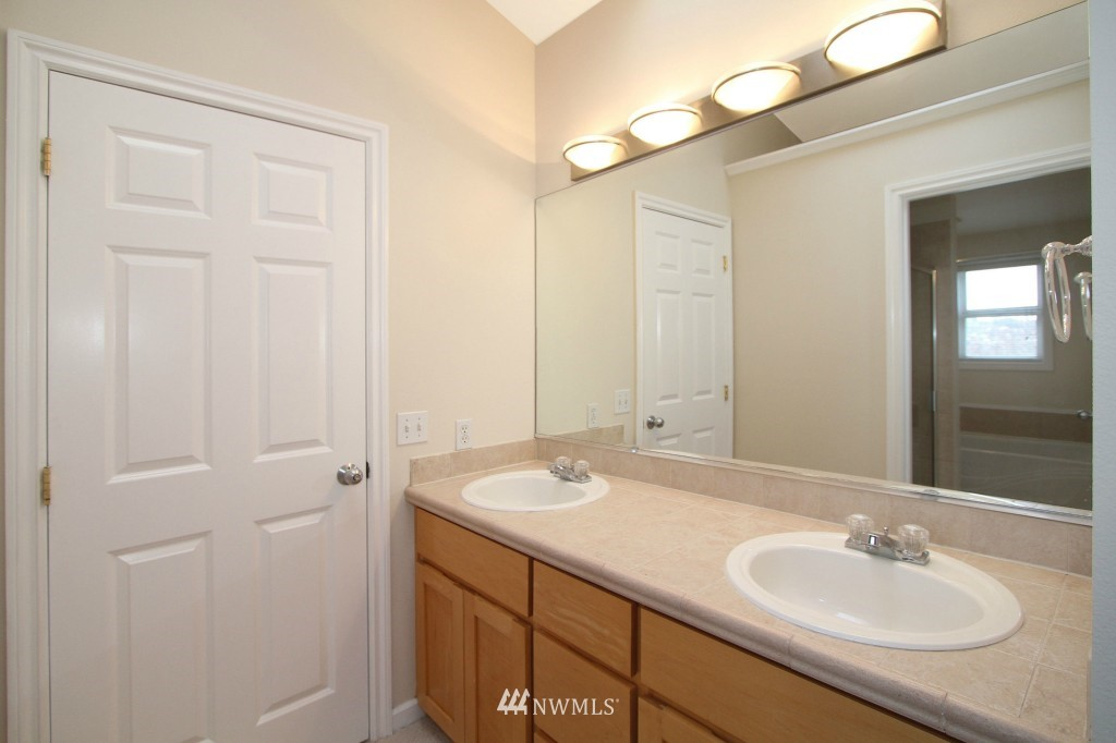 Sold Property   659 W Emerson Street Seattle, WA 98119 8
