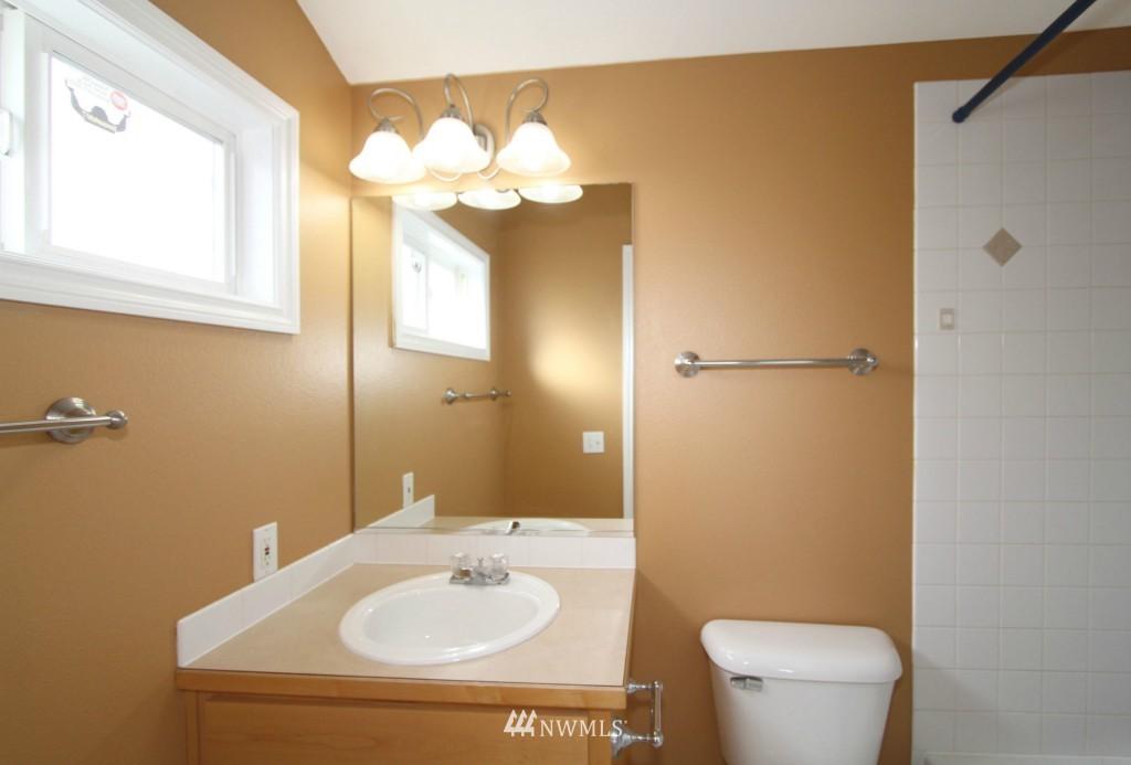 Sold Property   659 W Emerson Street Seattle, WA 98119 11