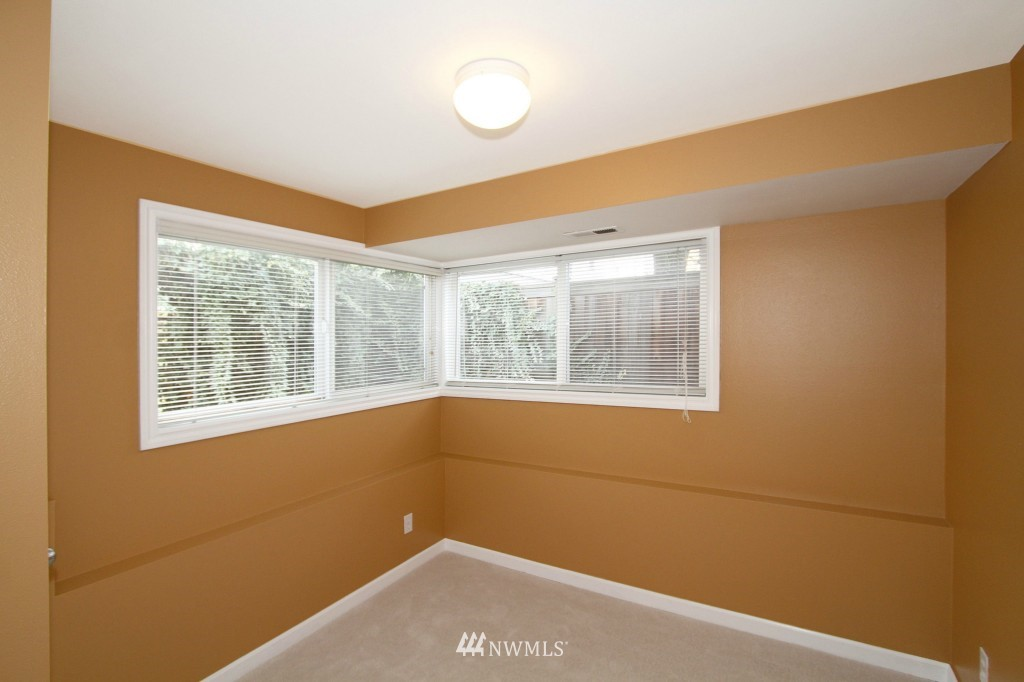 Sold Property   659 W Emerson Street Seattle, WA 98119 12