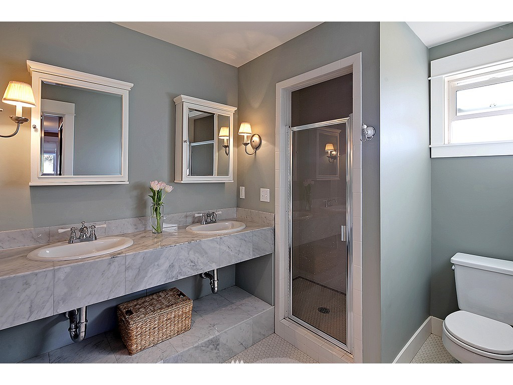 Sold Property | 4517 49th Avenue NE Seattle, WA 98105 8