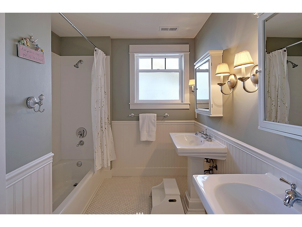 Sold Property | 4517 49th Avenue NE Seattle, WA 98105 13