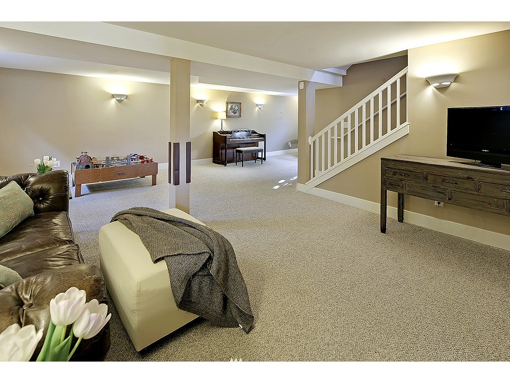 Sold Property | 4517 49th Avenue NE Seattle, WA 98105 14