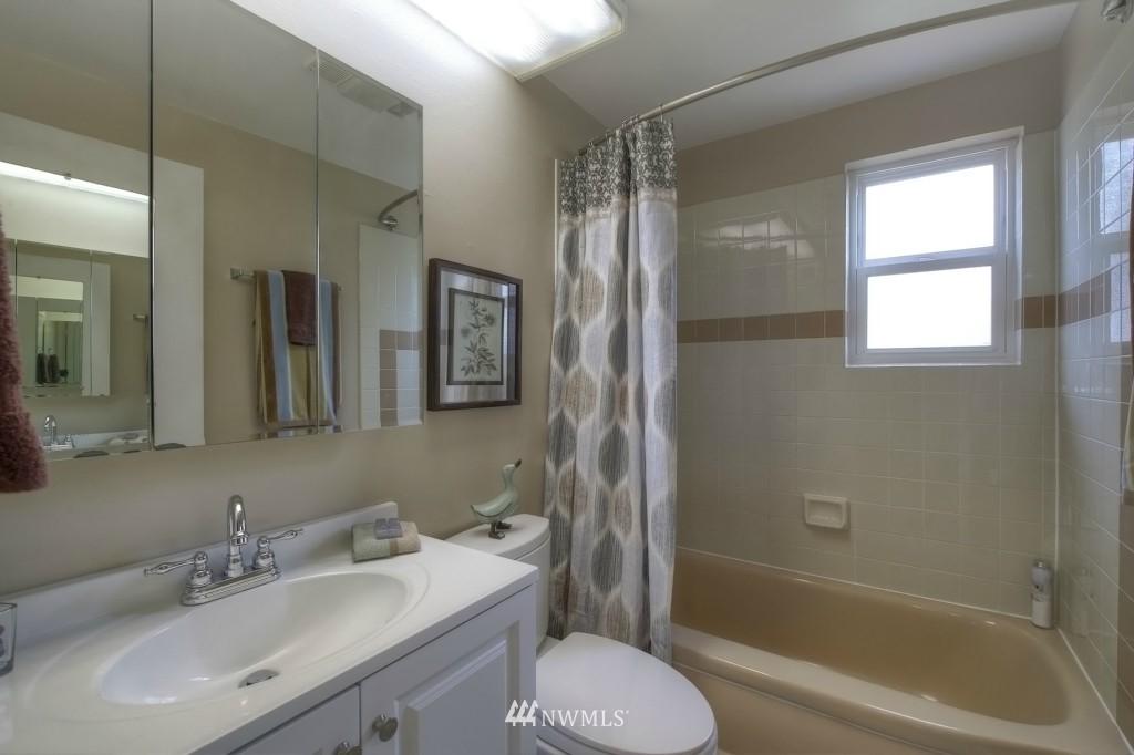 Sold Property | 13552 16th Avenue NE Seattle, WA 98125 10