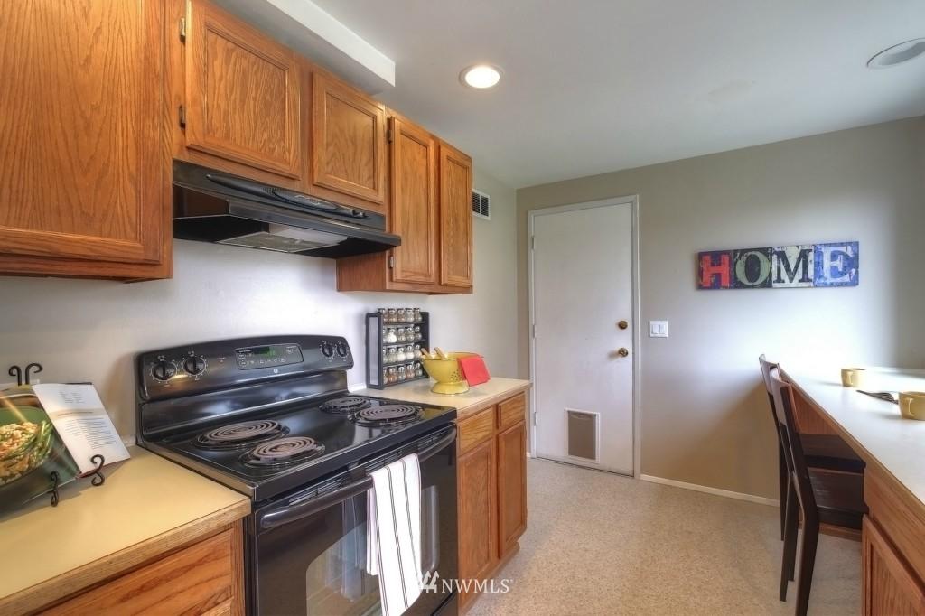 Sold Property | 13552 16th Avenue NE Seattle, WA 98125 12