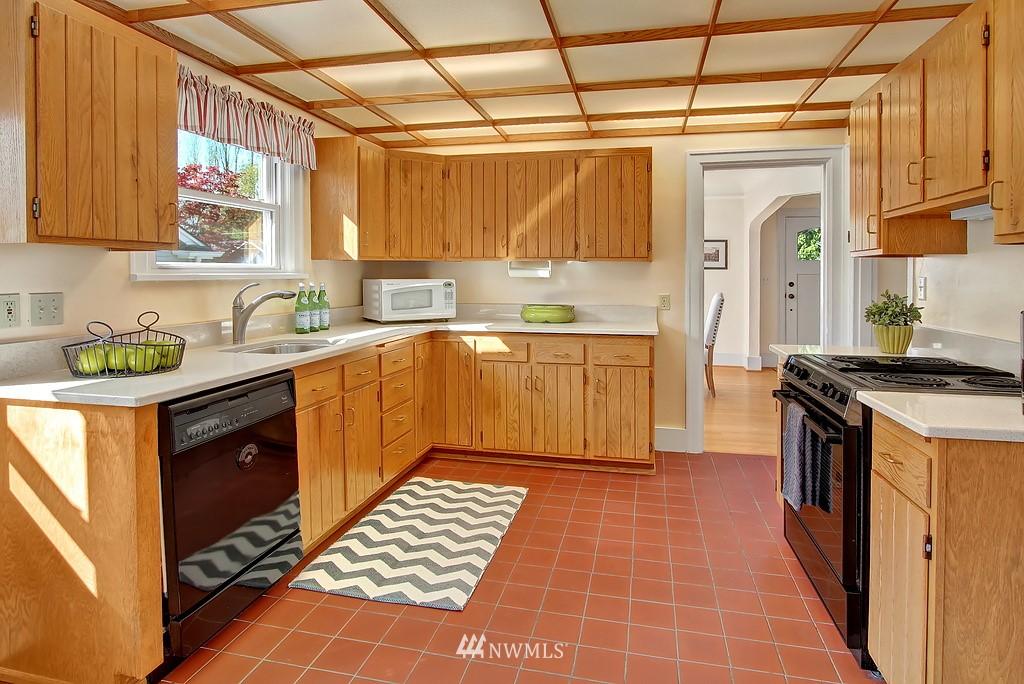 Sold Property | 1043 NE 91st Street Seattle, WA 98115 3