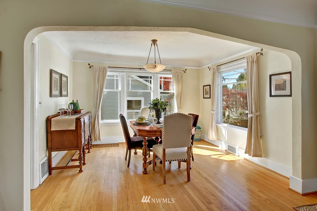 Sold Property | 1043 NE 91st Street Seattle, WA 98115 4