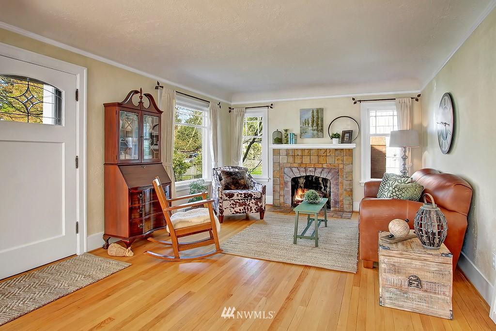 Sold Property | 1043 NE 91st Street Seattle, WA 98115 5