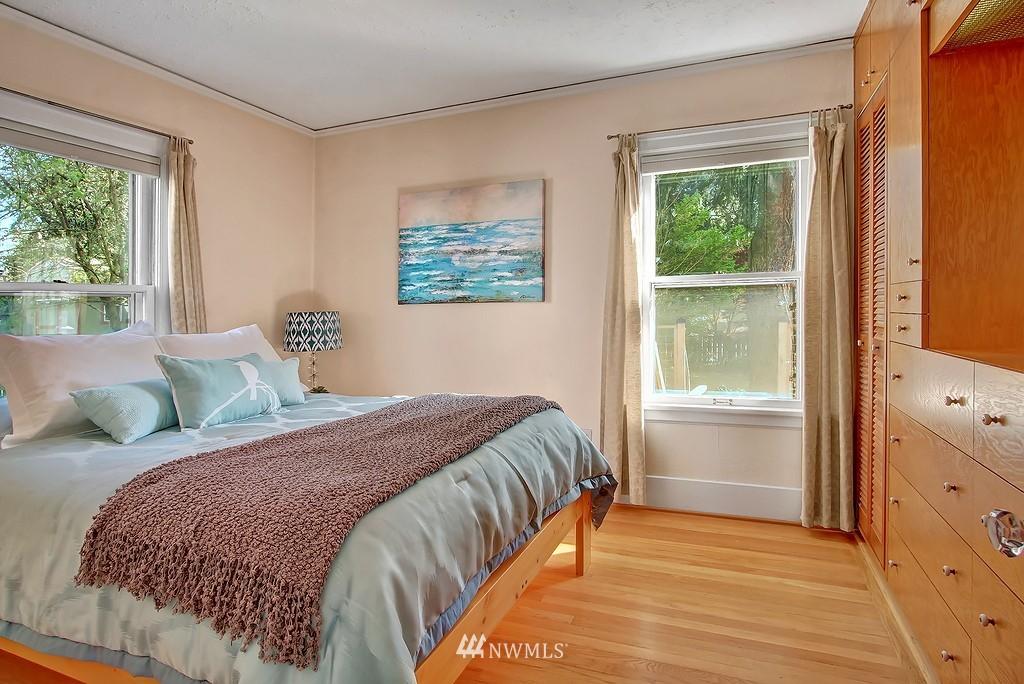 Sold Property | 1043 NE 91st Street Seattle, WA 98115 6