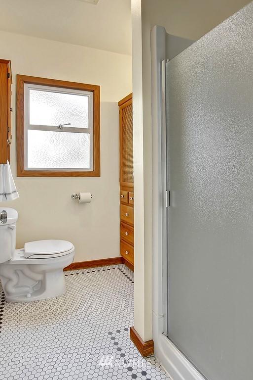 Sold Property | 1043 NE 91st Street Seattle, WA 98115 7