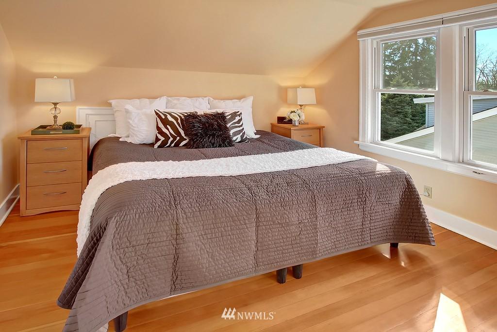 Sold Property | 1043 NE 91st Street Seattle, WA 98115 9