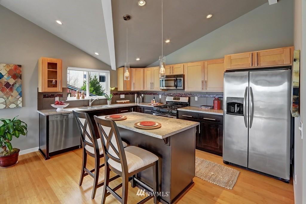 Sold Property | 4322 Greenwood Avenue N #B Seattle, WA 98103 3