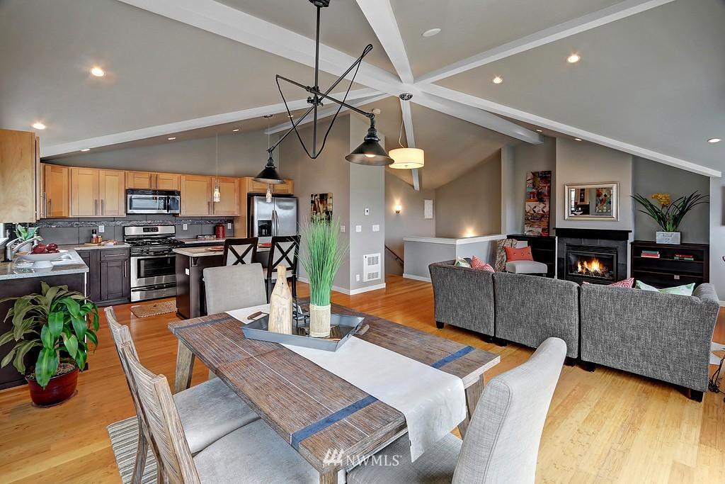 Sold Property | 4322 Greenwood Avenue N #B Seattle, WA 98103 1