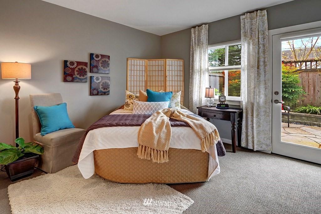 Sold Property | 4322 Greenwood Avenue N #B Seattle, WA 98103 8