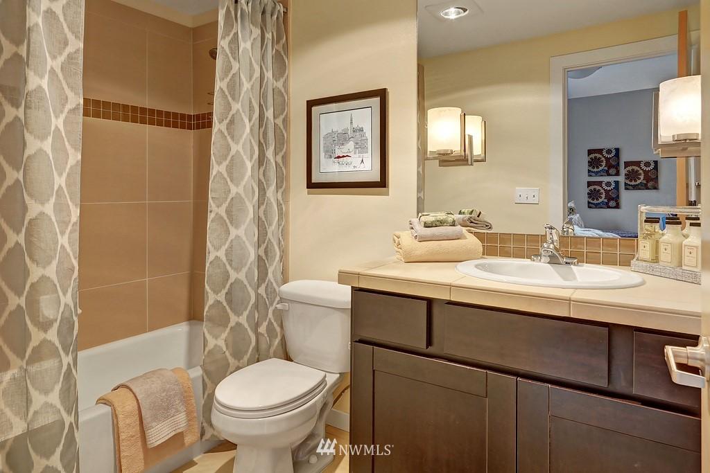 Sold Property | 4322 Greenwood Avenue N #B Seattle, WA 98103 11
