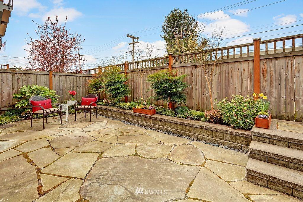 Sold Property | 4322 Greenwood Avenue N #B Seattle, WA 98103 12