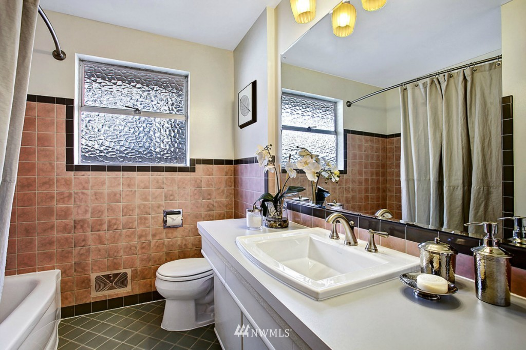 Sold Property   3111 W Barrett Street Seattle, WA 98199 13