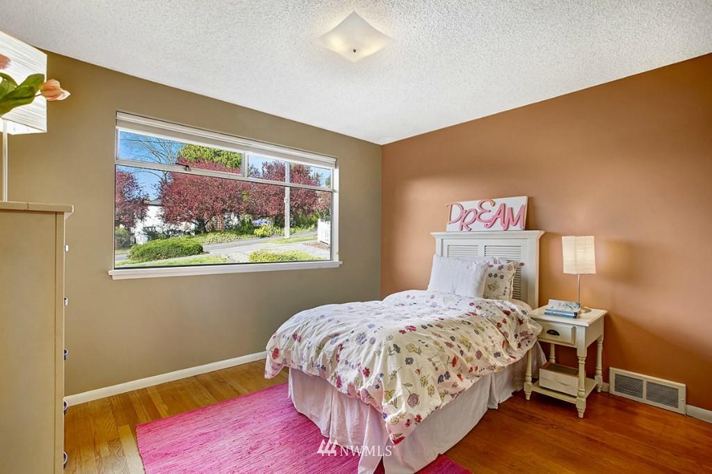 Sold Property   3111 W Barrett Street Seattle, WA 98199 15