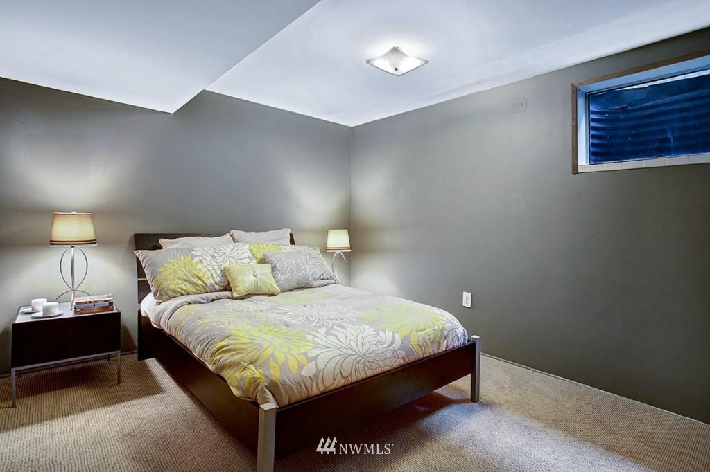 Sold Property   3111 W Barrett Street Seattle, WA 98199 17