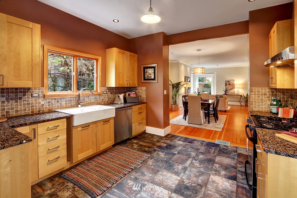 Sold Property | 304 NW 46th Street Seattle, WA 98107 4