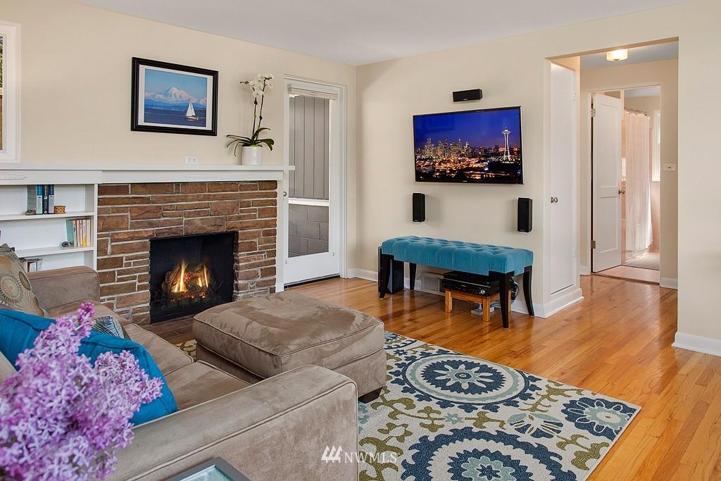 Sold Property | 11750 Bartlett Avenue NE Seattle, WA 98125 3
