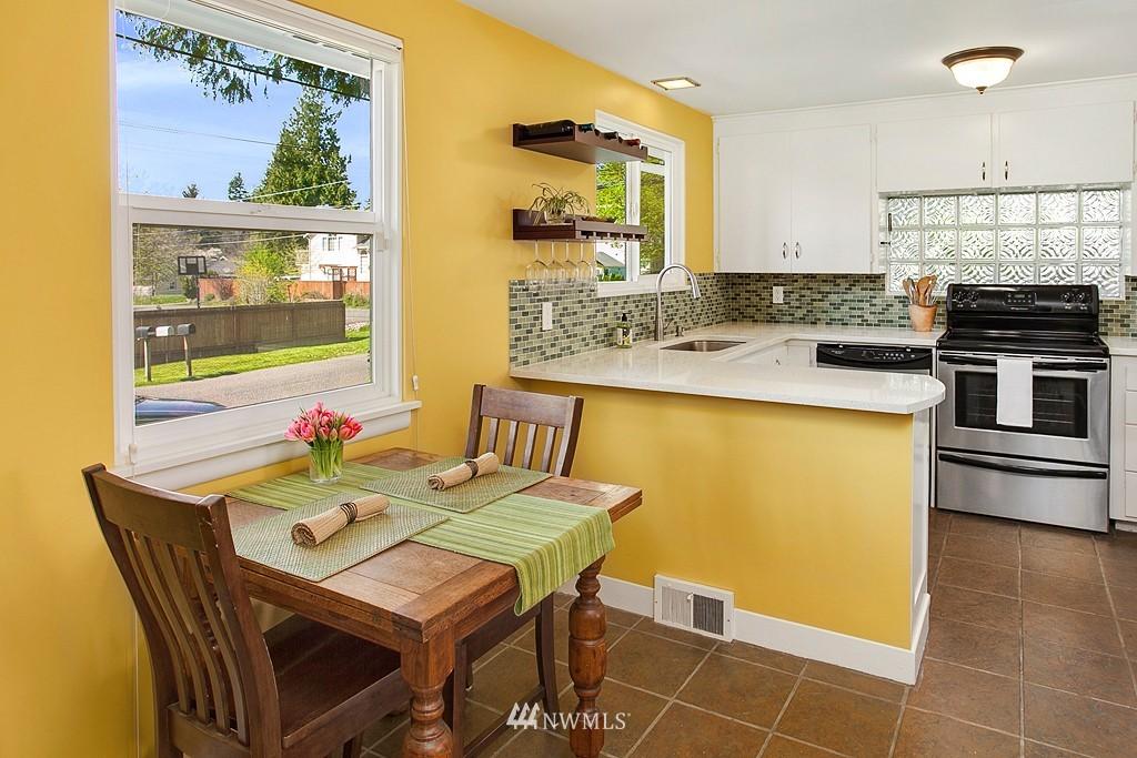 Sold Property | 11750 Bartlett Avenue NE Seattle, WA 98125 5