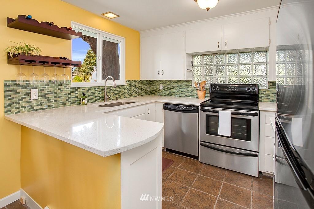 Sold Property | 11750 Bartlett Avenue NE Seattle, WA 98125 7
