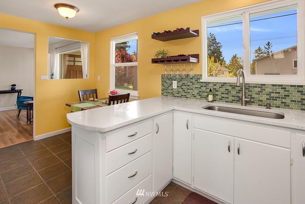 Sold Property | 11750 Bartlett Avenue NE Seattle, WA 98125 6