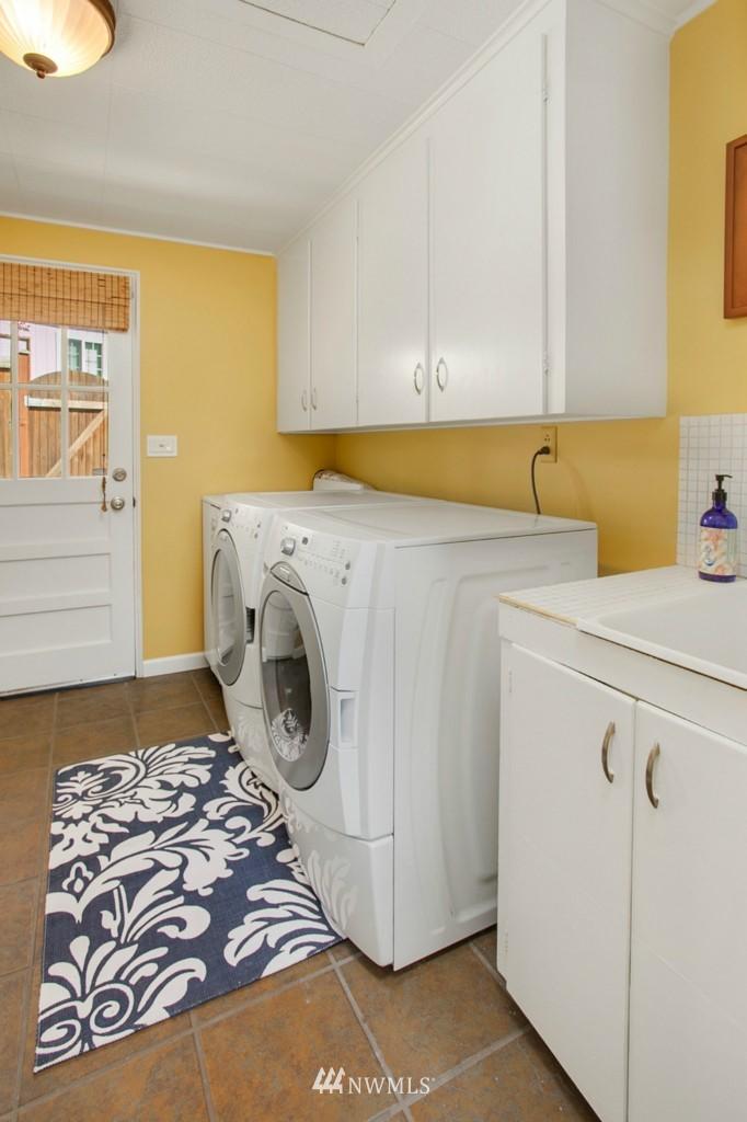 Sold Property | 11750 Bartlett Avenue NE Seattle, WA 98125 8