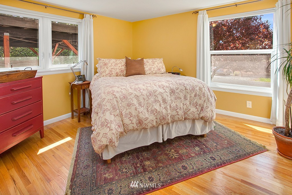 Sold Property | 11750 Bartlett Avenue NE Seattle, WA 98125 9